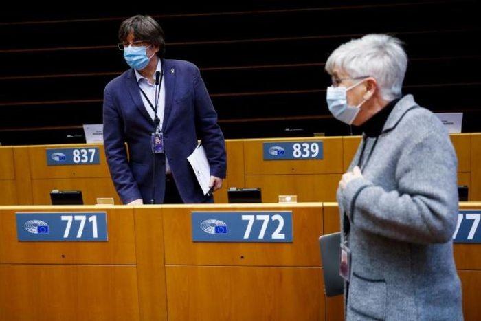 Le Parlement européen lève l'immunité des indépendantistes catalans Carles Puigdemont, Toni Comin et Clara Ponsati - ảnh 1