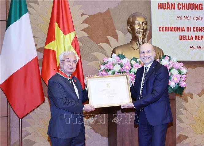 Le docteur Phan Thanh Binh décoré de l'Ordre du mérite de l'Italie - ảnh 1