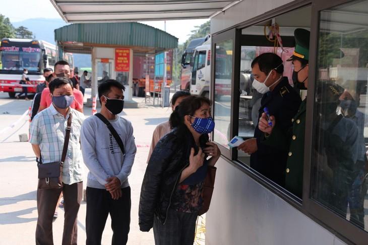 Suspension de l'accueil des ressortissants vietnamiens au poste-frontière de Câu Treo - ảnh 1