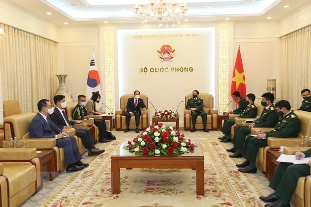 Défense: Nguyên Tân Cuong reçoit les ambassadeurs sud-coréen et indien - ảnh 1