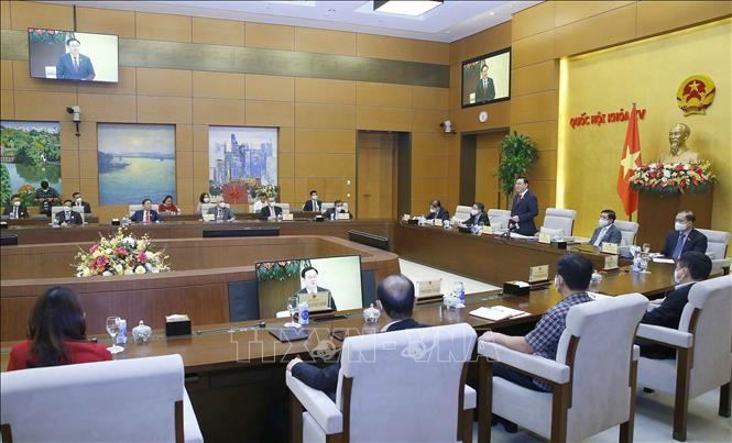 Vuong Dinh Huê rencontre des hommes d'affaires - ảnh 1