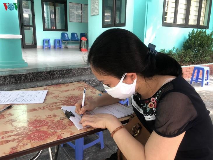 Hà Nội xét nghiệm COVID-19 cho những người trở về từ Đà Nẵng - ảnh 7