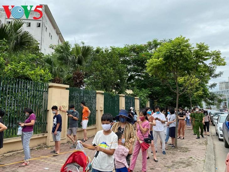 Hà Nội xét nghiệm COVID-19 cho những người trở về từ Đà Nẵng - ảnh 3