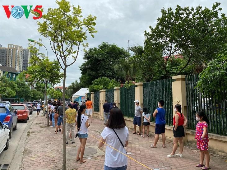 Hà Nội xét nghiệm COVID-19 cho những người trở về từ Đà Nẵng - ảnh 4