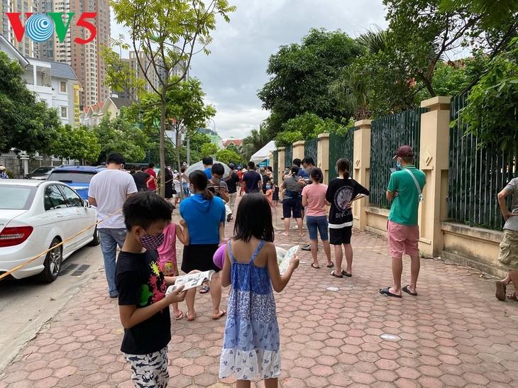 Hà Nội xét nghiệm COVID-19 cho những người trở về từ Đà Nẵng - ảnh 5
