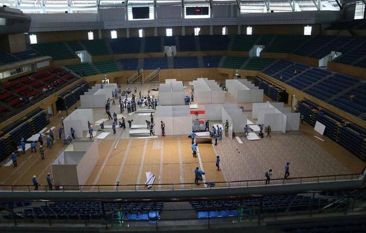 Đà Nẵng gấp rút lắp đặt bệnh viện dã chiến Cung thể thao Tiên Sơn - ảnh 2