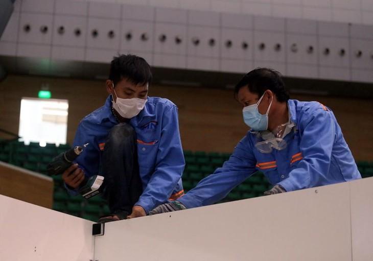 Đà Nẵng gấp rút lắp đặt bệnh viện dã chiến Cung thể thao Tiên Sơn - ảnh 4