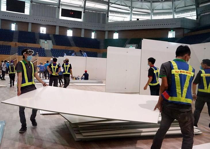 Đà Nẵng gấp rút lắp đặt bệnh viện dã chiến Cung thể thao Tiên Sơn - ảnh 6