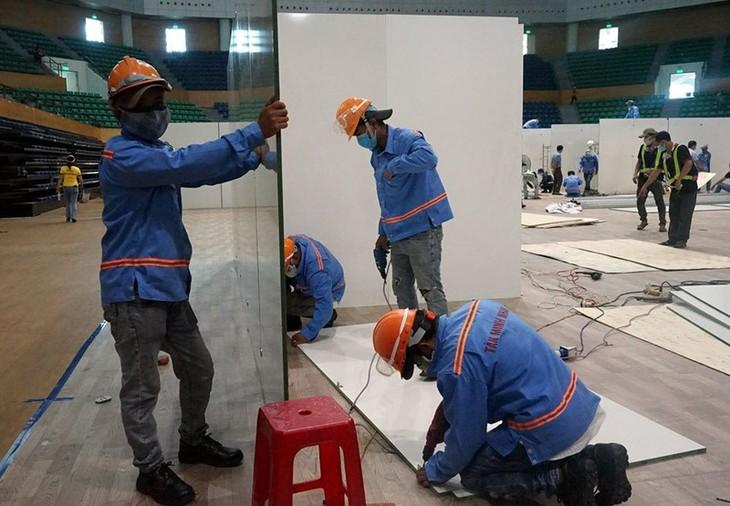 Đà Nẵng gấp rút lắp đặt bệnh viện dã chiến Cung thể thao Tiên Sơn - ảnh 8