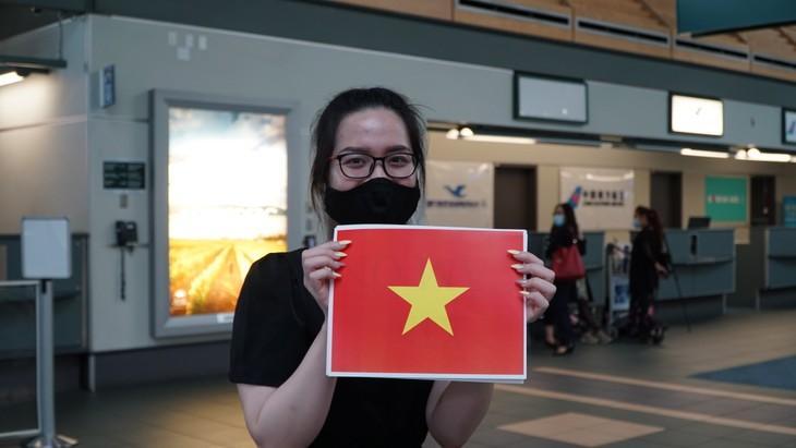 Đưa 264 công dân Việt Nam từ Canada về nước - ảnh 12