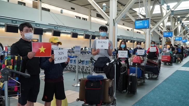 Đưa 264 công dân Việt Nam từ Canada về nước - ảnh 13