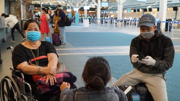 Đưa 264 công dân Việt Nam từ Canada về nước - ảnh 8