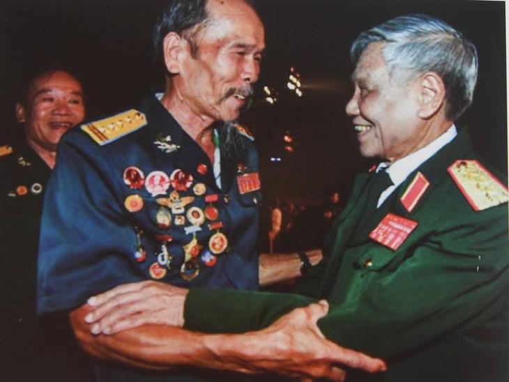 Những hình ảnh quý hiếm về cuộc đời binh nghiệp của Tổng Bí thư Lê Khả Phiêu - ảnh 1