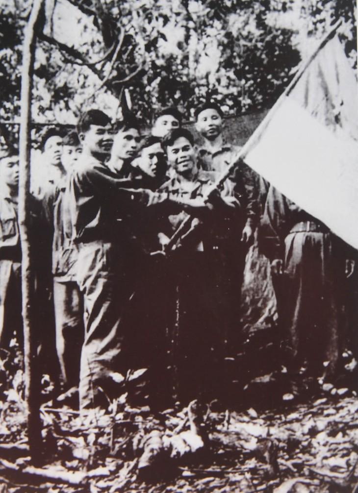 Những hình ảnh quý hiếm về cuộc đời binh nghiệp của Tổng Bí thư Lê Khả Phiêu - ảnh 2