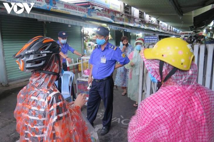 Ngày đầu tiên người Đà Nẵng dùng thẻ đi chợ phòng ngừa Covid-19 - ảnh 12