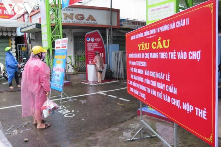 Ngày đầu tiên người Đà Nẵng dùng thẻ đi chợ phòng ngừa Covid-19 - ảnh 1