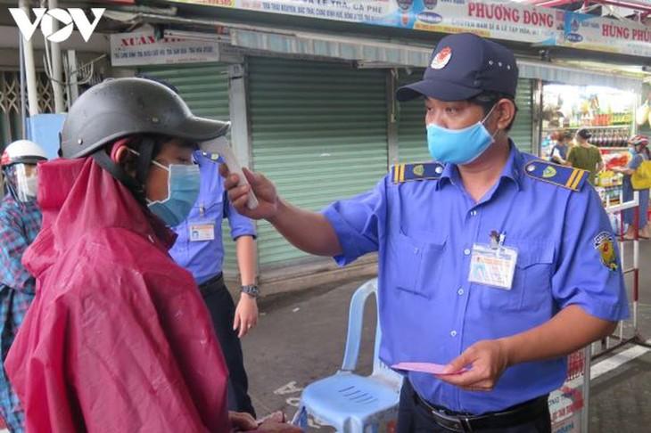 Ngày đầu tiên người Đà Nẵng dùng thẻ đi chợ phòng ngừa Covid-19 - ảnh 2