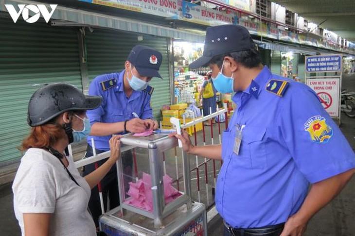 Ngày đầu tiên người Đà Nẵng dùng thẻ đi chợ phòng ngừa Covid-19 - ảnh 3