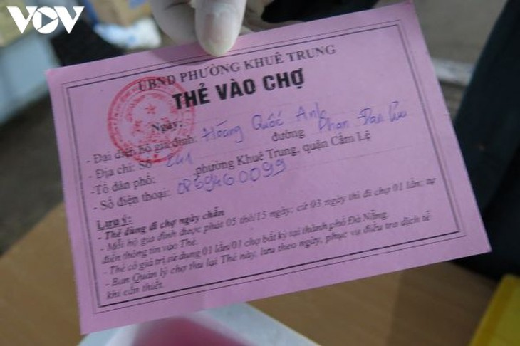 Ngày đầu tiên người Đà Nẵng dùng thẻ đi chợ phòng ngừa Covid-19 - ảnh 4