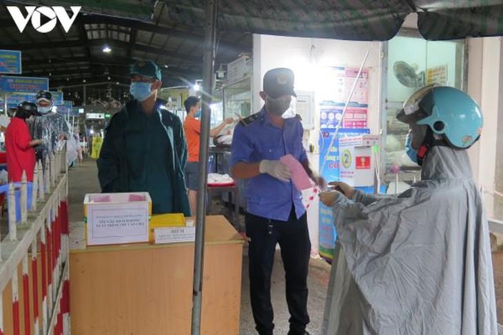 Ngày đầu tiên người Đà Nẵng dùng thẻ đi chợ phòng ngừa Covid-19 - ảnh 9
