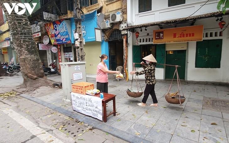 Vẻ đẹp những gánh hàng rong trên phố phường Hà Nội - ảnh 1