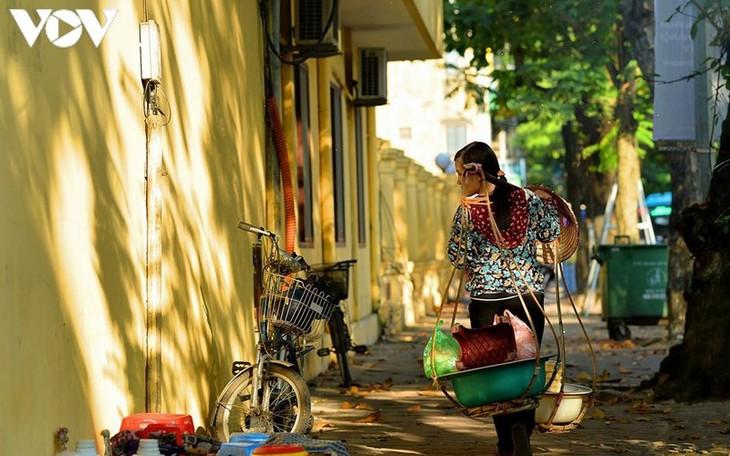 Vẻ đẹp những gánh hàng rong trên phố phường Hà Nội - ảnh 5