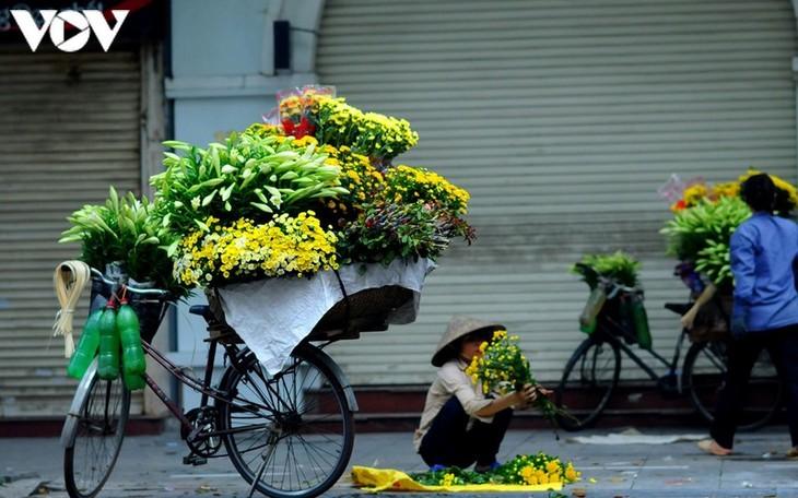 Vẻ đẹp những gánh hàng rong trên phố phường Hà Nội - ảnh 9