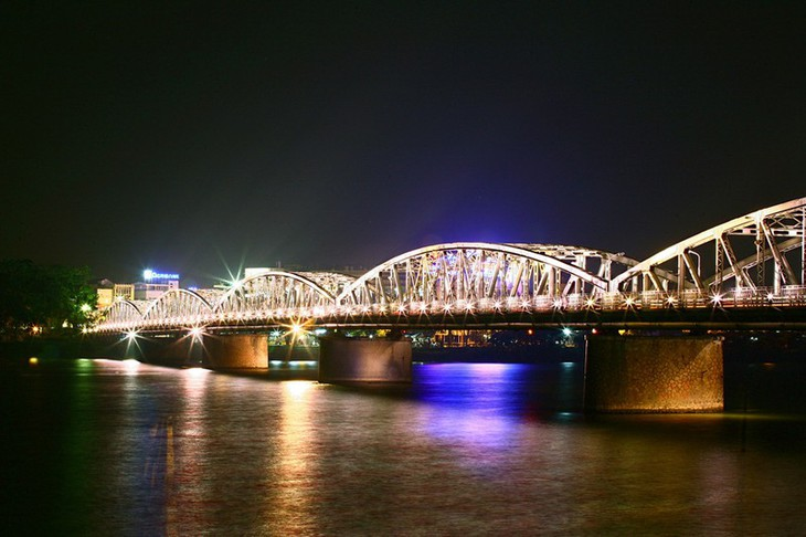 """""""Cẩm nang"""" du lịch và khám phá vẻ đẹp lãng mạn của cố đô Huế  - ảnh 2"""