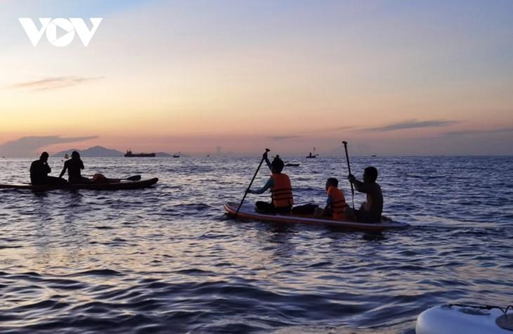 Người dân Đà Nẵng háo hức được tắm biển trở lại - ảnh 4