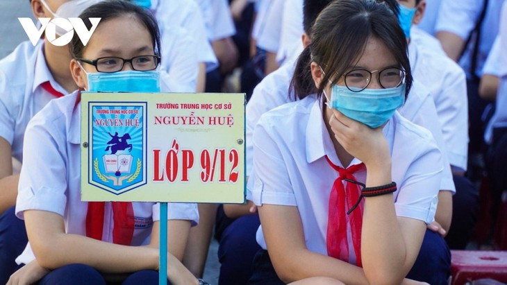 Học sinh Đà Nẵng ngày đầu trở lại trường - ảnh 3
