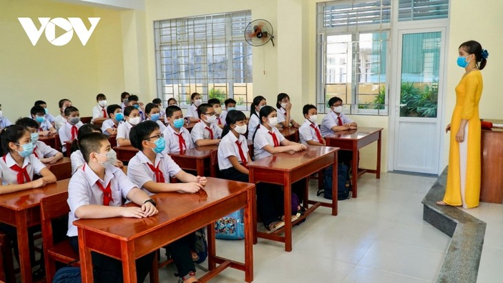 Học sinh Đà Nẵng ngày đầu trở lại trường - ảnh 4
