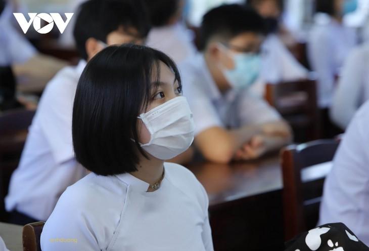 Học sinh Đà Nẵng ngày đầu trở lại trường - ảnh 5