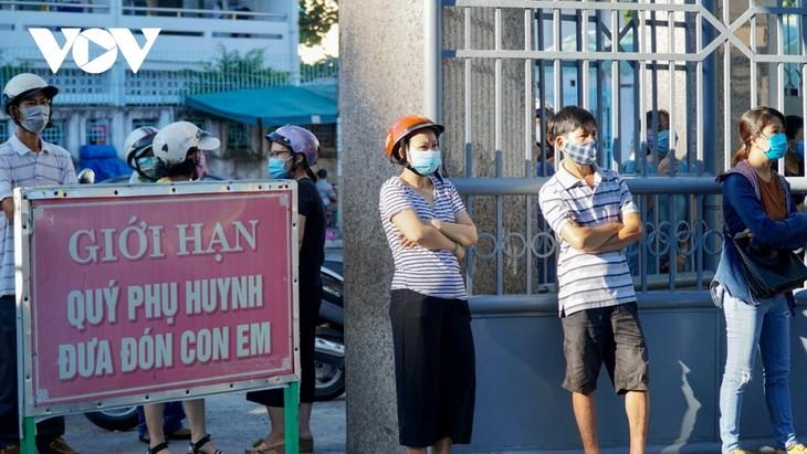 Học sinh Đà Nẵng ngày đầu trở lại trường - ảnh 6