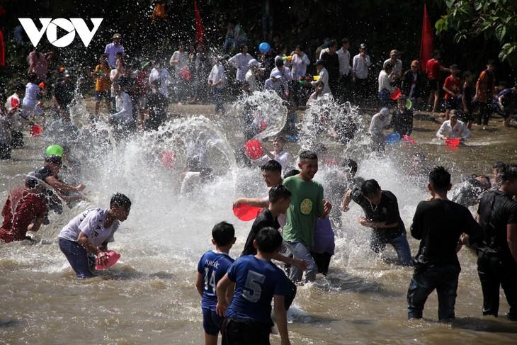 Sôi động lễ hội Then Kin Pang bên dòng Nậm Lụm - ảnh 13
