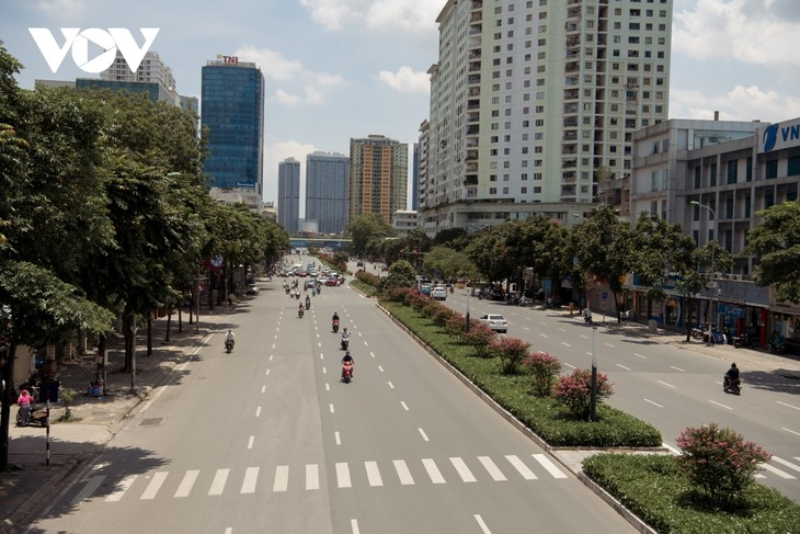 """Ngắm hoa tường vi khoe sắc trên con đường từng được mệnh danh """"đẹp nhất Việt Nam"""" - ảnh 1"""