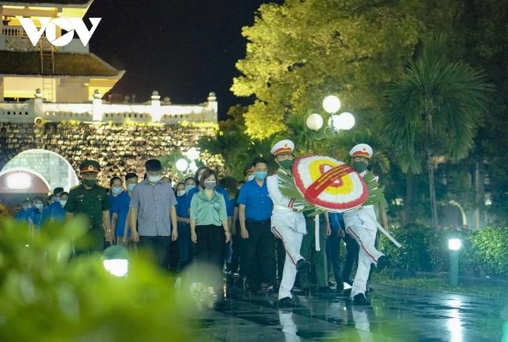 Thắp nến tri ân các anh hùng liệt sĩ ở Điện Biên - ảnh 2