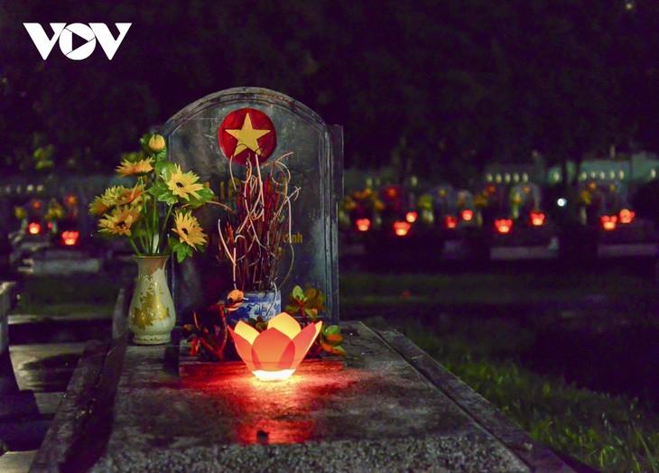 Thắp nến tri ân các anh hùng liệt sĩ ở Điện Biên - ảnh 4