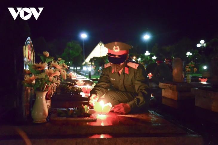 Thắp nến tri ân các anh hùng liệt sĩ ở Điện Biên - ảnh 6