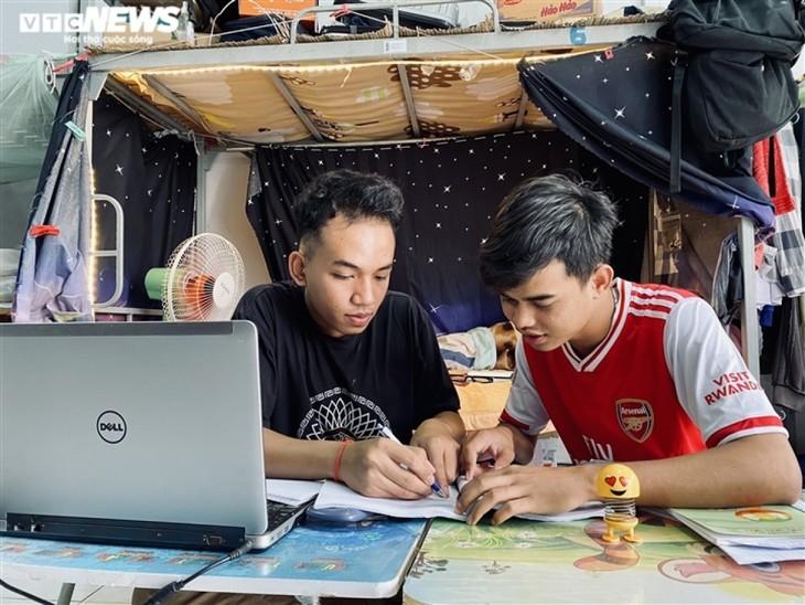 Cuộc sống của sinh viên nước ngoài bị kẹt lại giữa đại dịch COVID-19 - ảnh 8