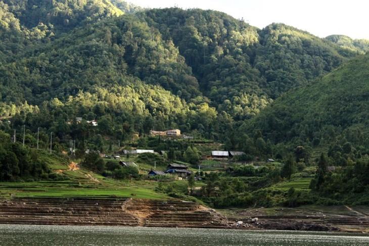 Hồ Séo Mý Tỷ, vẻ đẹp giữa núi rừng Tây Bắc - ảnh 9