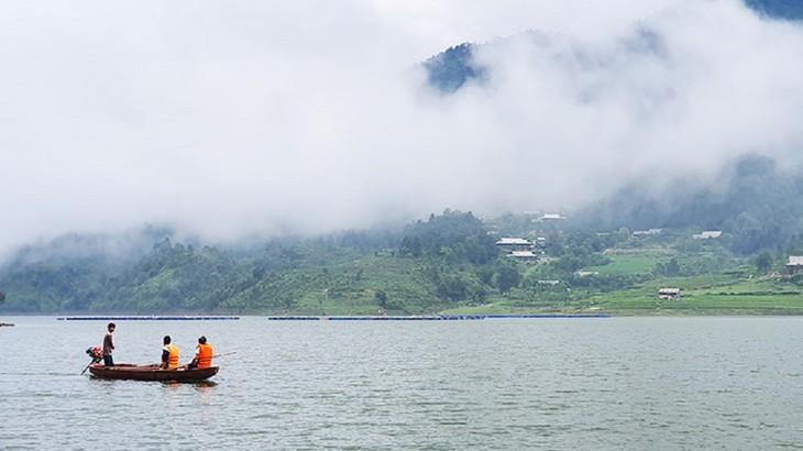 Hồ Séo Mý Tỷ, vẻ đẹp giữa núi rừng Tây Bắc - ảnh 7