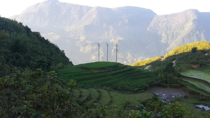 Hồ Séo Mý Tỷ, vẻ đẹp giữa núi rừng Tây Bắc - ảnh 2