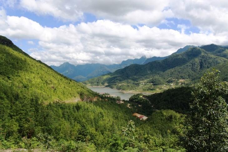 Hồ Séo Mý Tỷ, vẻ đẹp giữa núi rừng Tây Bắc - ảnh 3