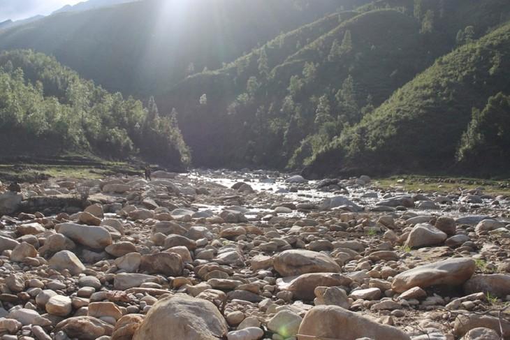 Hồ Séo Mý Tỷ, vẻ đẹp giữa núi rừng Tây Bắc - ảnh 8