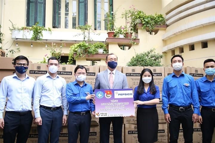 12.000 bánh Trung thu gửi 'chiến sĩ áo trắng' tuyến đầu chống dịch - ảnh 8
