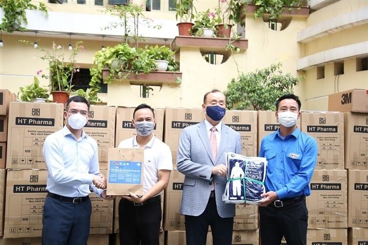 12.000 bánh Trung thu gửi 'chiến sĩ áo trắng' tuyến đầu chống dịch - ảnh 9