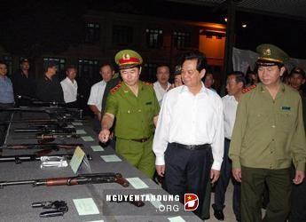 ズン首相 テイグエン機動警察部隊 訪問 - ảnh 1