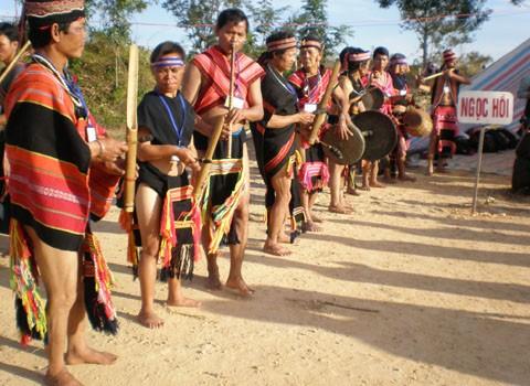 ブラオ族の伝統的祭り - ảnh 1