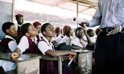 武装集団が女子生徒200人拉致、警備兵2人死亡 ナイジェリア - ảnh 1