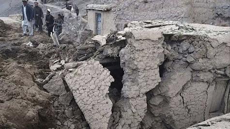 アフガニスタン北部で地滑り350人超死亡 - ảnh 1